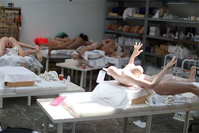 L'atelier de fabrication des poupées.